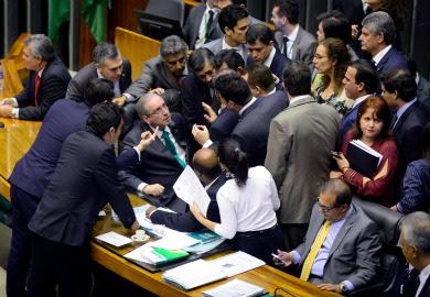 Deputados querem explicações de Cunha sobre conta na Suíça
