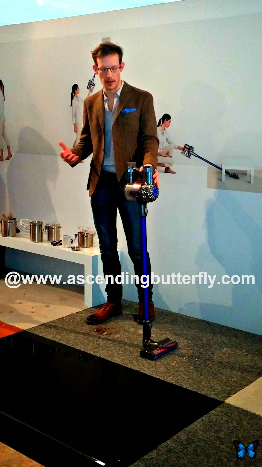 Dyson Rep giving product demonstration of the Dyson Digital Slim DC59