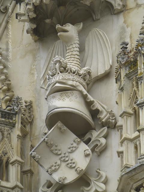 Dragón del Portal del Transepto del Monasterio de Batalla - El Guisante Verde Project