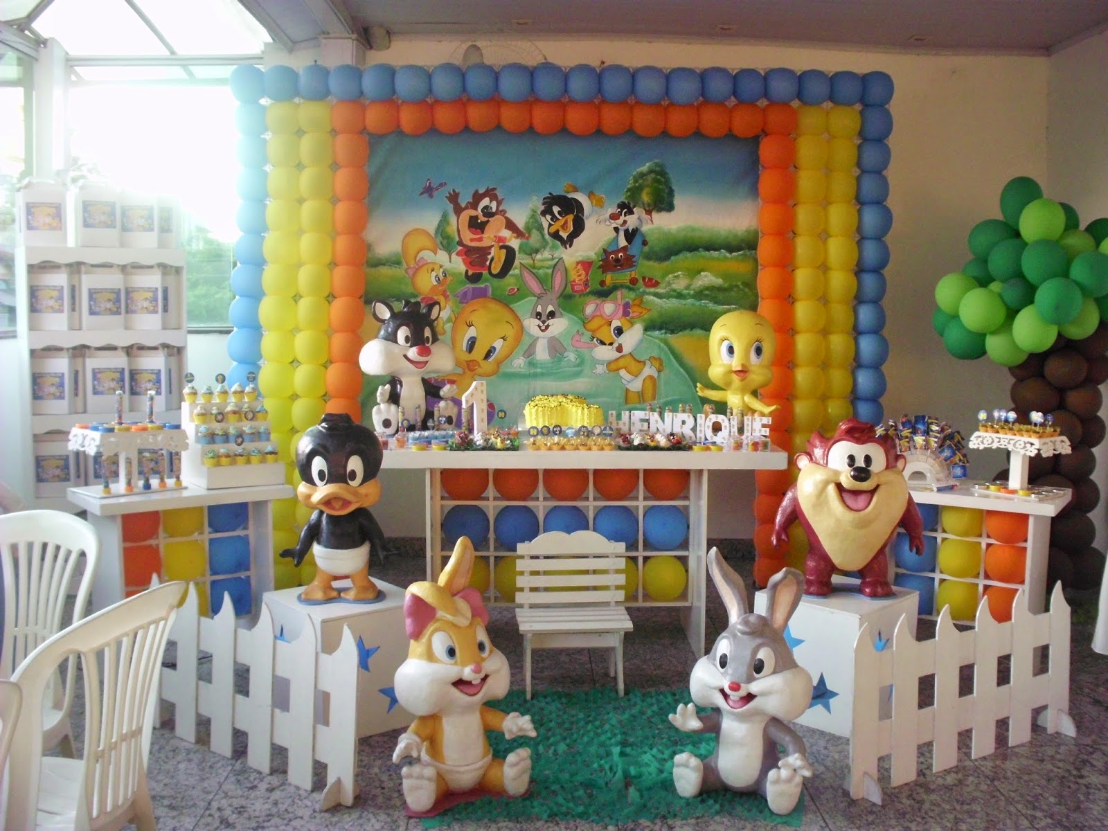 R g ar e decor anivers rio do henrique tema for Baby looney tune decoration