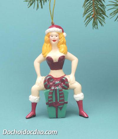 Cô gái Giáng Sinh Sexy trang trí cây thông noel