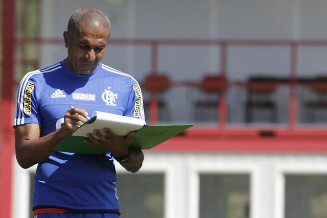 Cristóvão estuda escalação que mandará a campo contra o Palmeiras neste domingo (Foto: Gilvan de Souza/CRF)