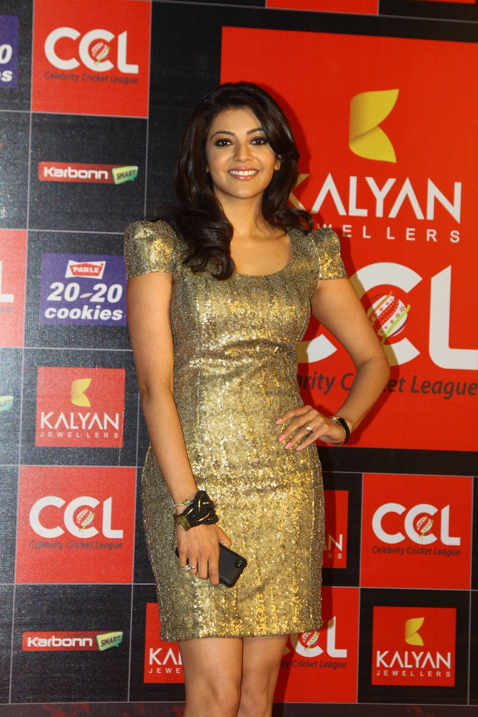 at ccl 3 curtain raiser 2013 photos gallery hot cleavage show heroines