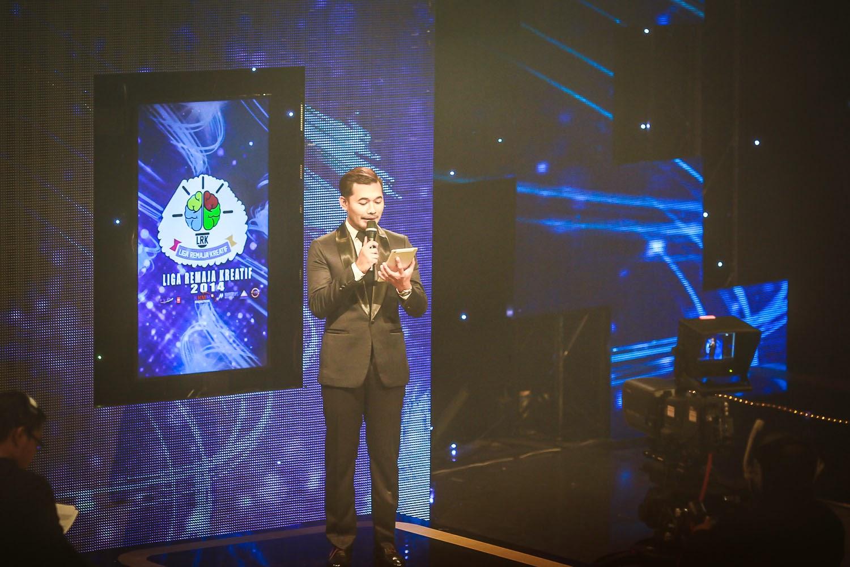 Karl Shafek sebagai pengacara majlis Liga Remaja Kreatif 2014 Peringkat Kebangsaan