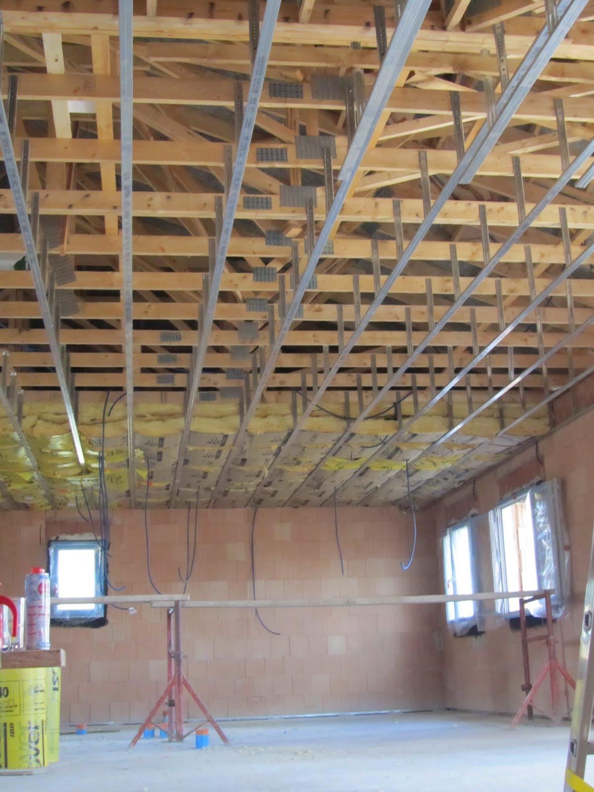 La maison du haut pr installation lec et isolation des combles for Plafond combles perdus