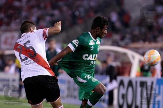 Jogando na Argentina, Chapecoense perde e se complica na Copa Sul-Americana
