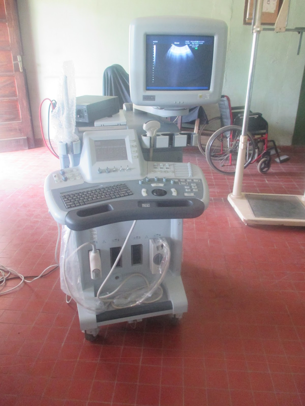 Diocese d 39 inongo deux nouveaux appareils medicaux pour l - Appareil a raclette pour deux ...