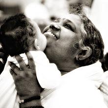 Positively Living , amma, Mata Amrtanandamayi, hugging, leslie godbold