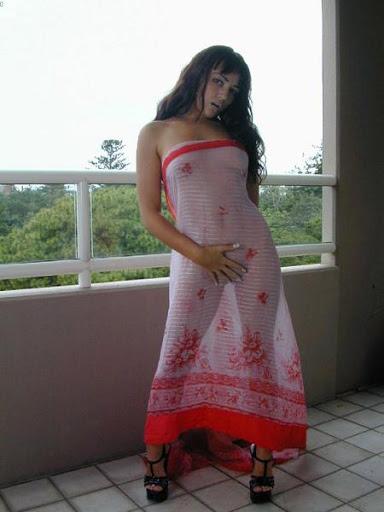 Indian Babe in Saree indianudesi.com