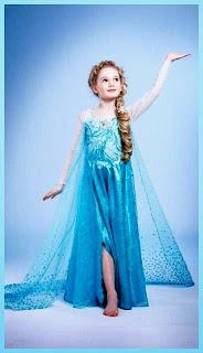 Anak perempuan cantik pakai baju elsa frozen