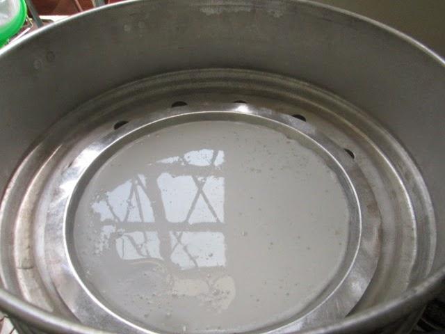 Ini bancuhan tepung beras, tepung gandum, tepung jagung, minyak, air ...