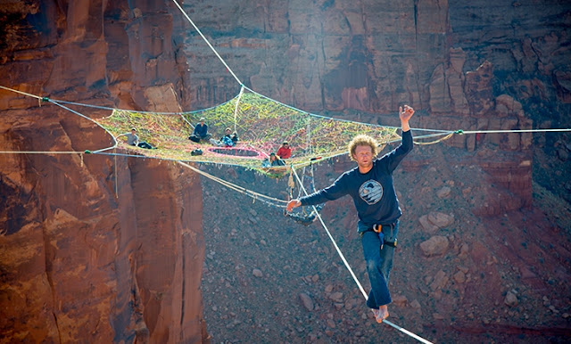 rajutan tali diatas ketinggian