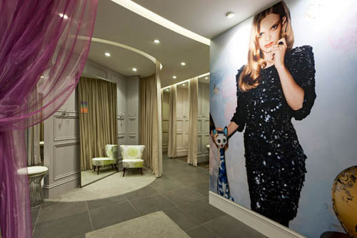 Oasis the Woman's Specialty Fashion Store fitting room design
