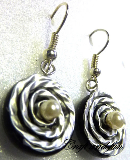 orecchini con capsule nespresso e auricolari