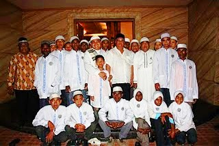 fakfak muslim Muslims in west papua point to the fact that islam arrived long before christianity islamic influences do indeed date back to earlier centuries, when there were contacts between the sultanates of ternate and tidore and particularly the raja ampat islands, fakfak and kaimana (located in what is now papua barat province).