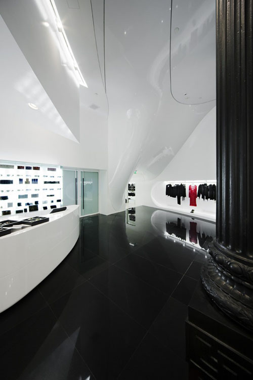 Capsula the Elegant Fashion Store Design entrance