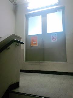 写真:屋上への出口前