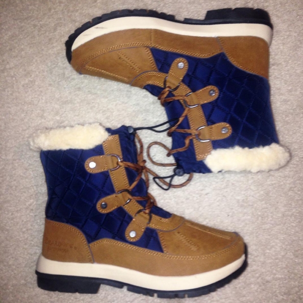 snow boots from bearpaw