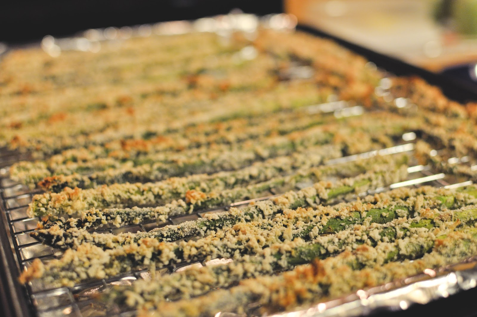 Crispy Parmesan Asparagus Sticks (adapted from how sweet eats )