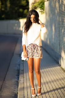 http://1.bp.blogspot.com/-iR8N0qblBMM/UjTU1aQ2LcI/AAAAAAAAHTI/q9YqKnXgEbg/s1600/Slip+shorts-+Shorts+lenceros-+Flower+printed+shorts-+Look+Shorts+4.jpg
