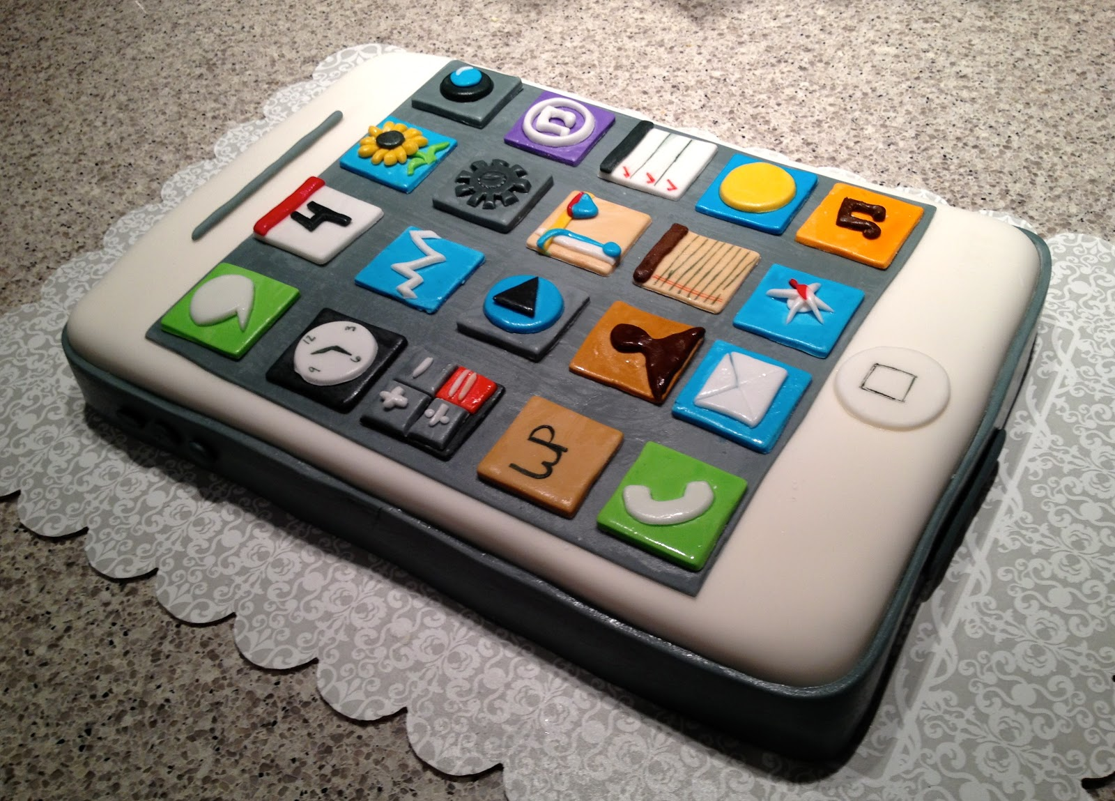 Cupcakes are the new black omg that 39 s an iphone cake lol for New app ideas for iphone