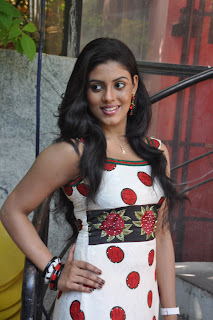 Iniya At Mouna Guru Press Meet %283%29.jpg