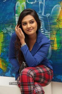 Neha-Deshpande-Photos-at-Art-Exhibition