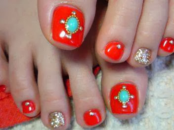 acrylic extensions on big toes LED polish in Red-A-Kill tapped in big gold glitz for feats and embellishments provided by the Bride to Be nails art design