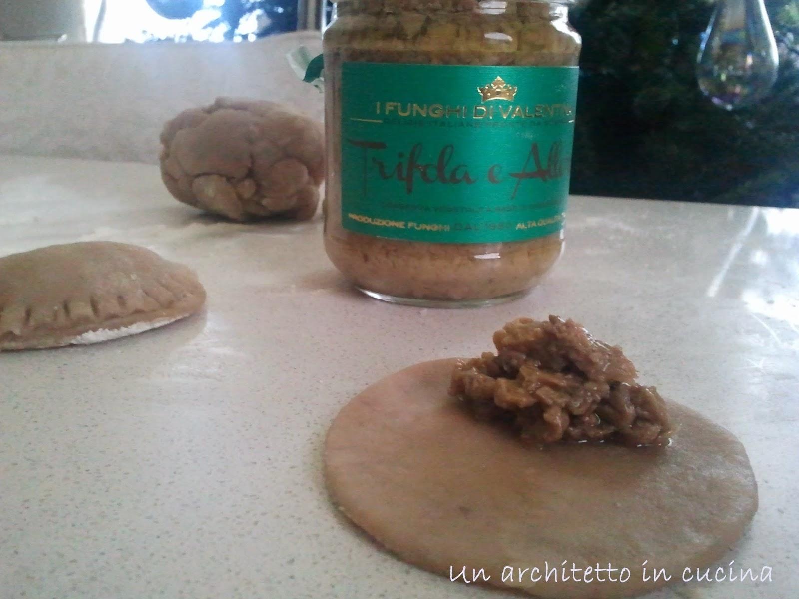 biscotti salati di frolla vegan con ripieno ai funghi