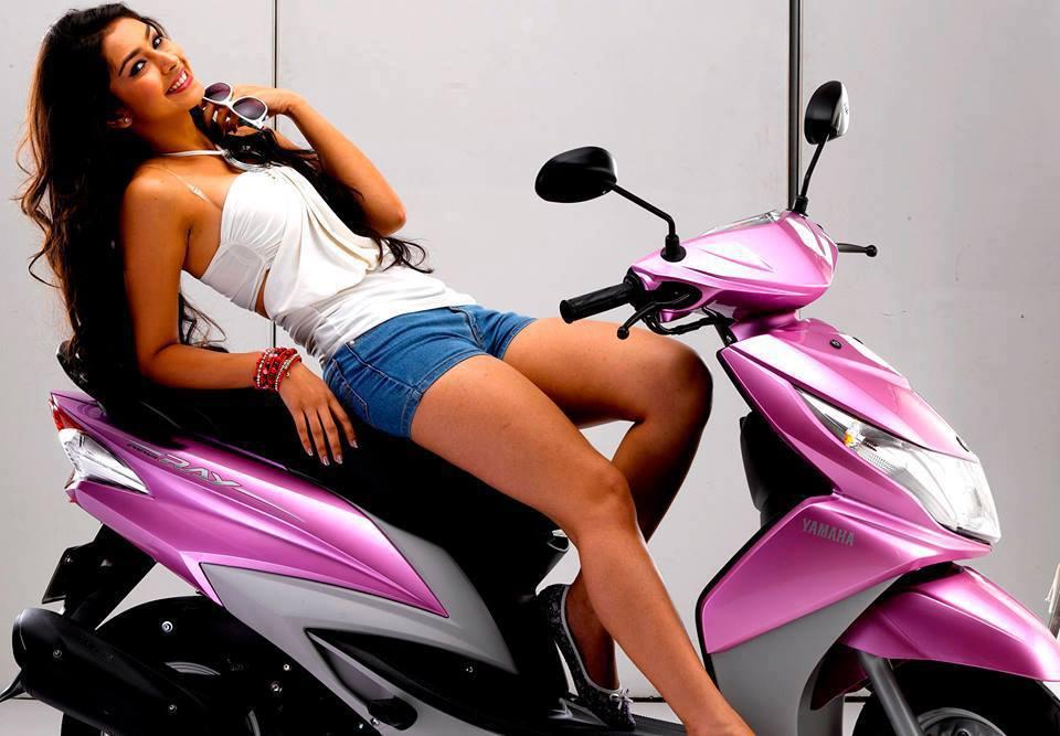 Navneet Kaur Scooty Ad Image