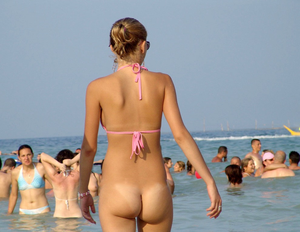 Beach girls bottomless dare
