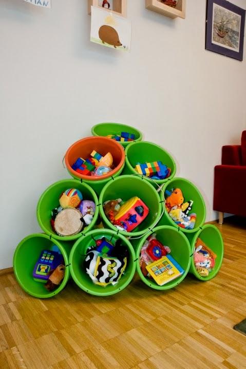 http://grosgrainfabulous.blogspot.com/2011/06/inspiration-home-4-buckets-and-zip-ties.html