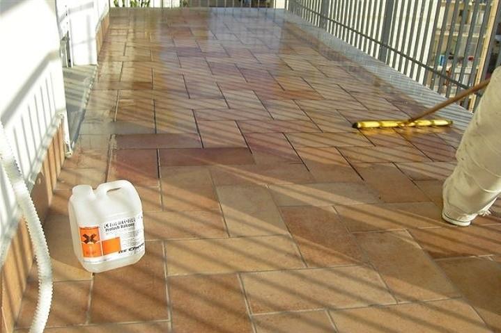 Come pulire i battiscopa del balcone idee utili per la casa - Prodotti per pulire casa ...