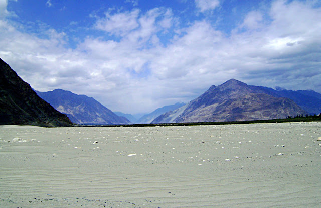 pretty scene of sands and the mountains