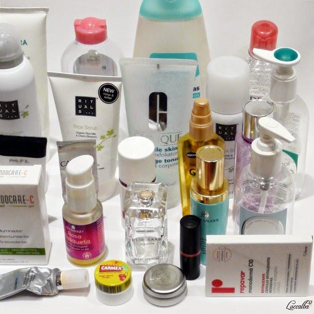 Botes de cosméticos vacíos