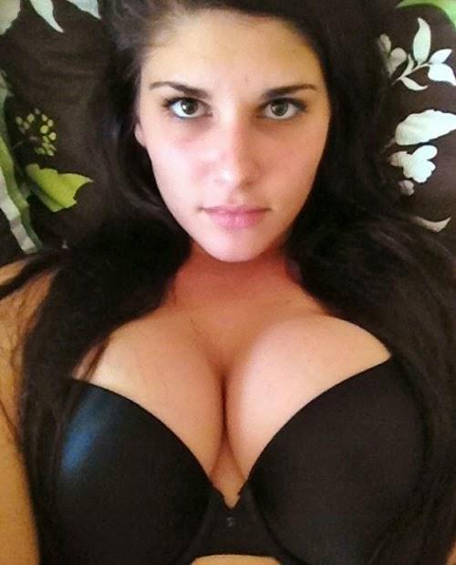Delhi Hot Girls Cleavage Pics