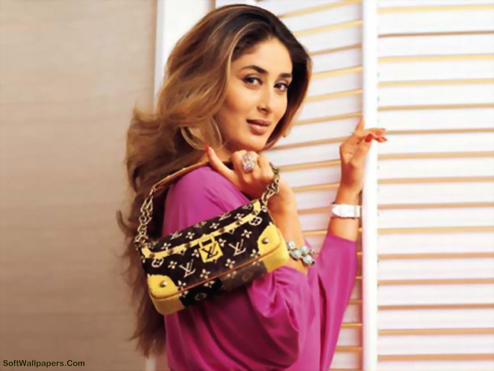 Kareena Kapoor Hot HD Wallpapers ~ Soft Wallpapers