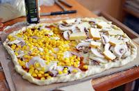 http://daily-bento.blogspot.com/2013/09/ciasto-na-pizze-z-semolina.html