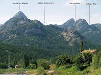 Vistes de la cara nord de la Serra de Picancel des de les cases de l'Envista