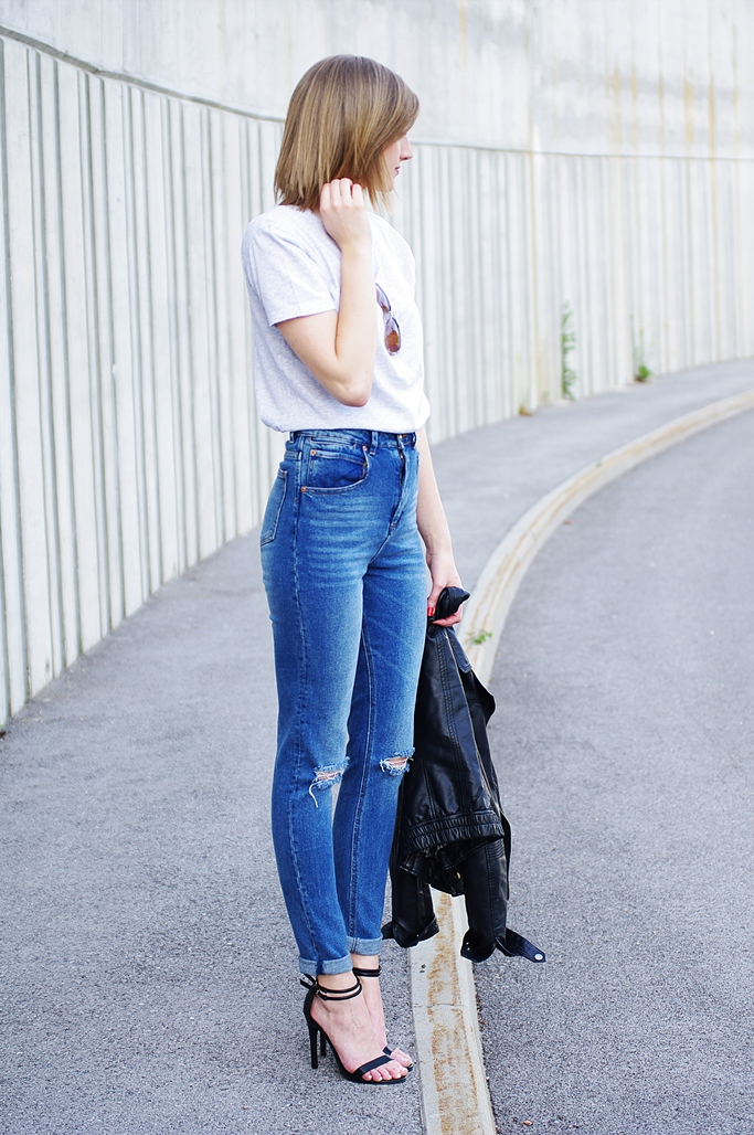 minimalist outfit, style, mom jeans, ripped jeans