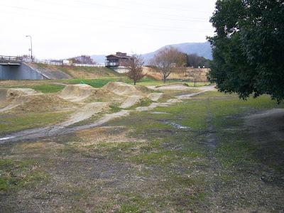 大阪府・深北緑地ウォーキング 自由広場(マウンテンバイク BMX)