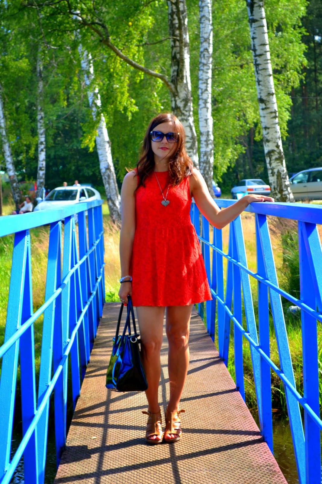 koronkowa sukienka, czerwona sukienka, czerwona sukienka z koronki