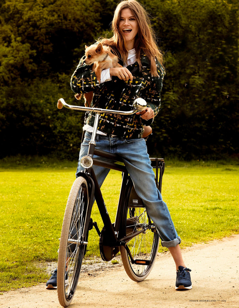 Kasia Struss photographed by Philippe Vogelenzang for Vogue Netherlands August 2013 / bicycles in Vogue, Elle, Harper's Bazaar, Marie Claire fashion editorials / via fashioned by love british fashion blog