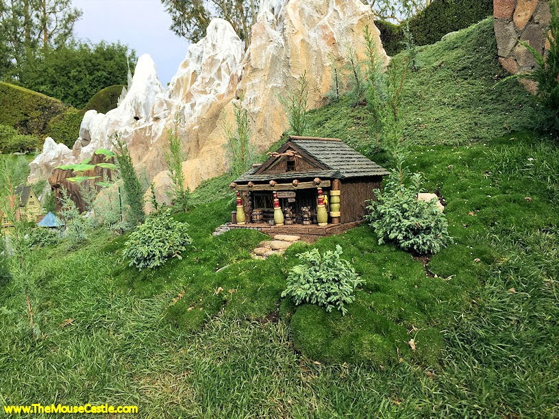 Wandering Oaken's Trading Post, Storybook Land Canal Boats