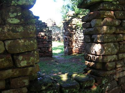 Ruinas misión de San Ignacio, Argentina, vuelta al mundo, round the world, La vuelta al mundo de Asun y Ricardo