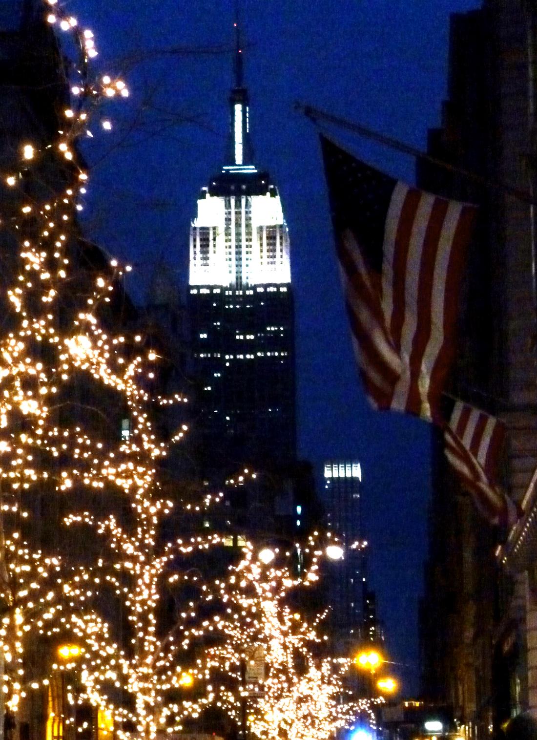 http://1.bp.blogspot.com/-iUFMXOO446Y/TvoatZUjmxI/AAAAAAAABPU/StHjF_F6xcw/s1600/Empire+State+1.jpg