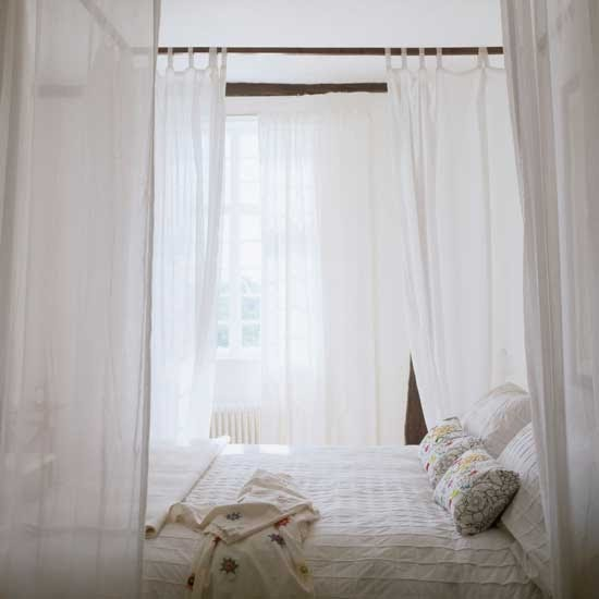 How To Use A Four Poster Bed Canopy To Good Effect: Aneesa Anis: Romantic Beds