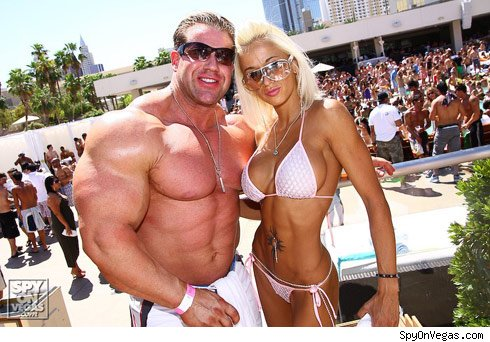Jay Cutler Bodybuilder Girlfriend http://halffry.blogspot.com/2011/07/jay-cutler-biceps-workout.html