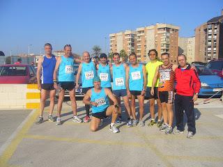 los atletas de Avesco posando en la media maratón de Murcia