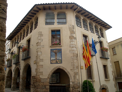 """Cal Greny actual Ajuntament de Piera, amb """"l'arcada de la barra de les perdius"""""""